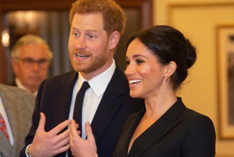 Meghan Markle a purtat o rochie mini la un eveniment caritabil! Cum a (mai) încălcat ea protocolul regal?