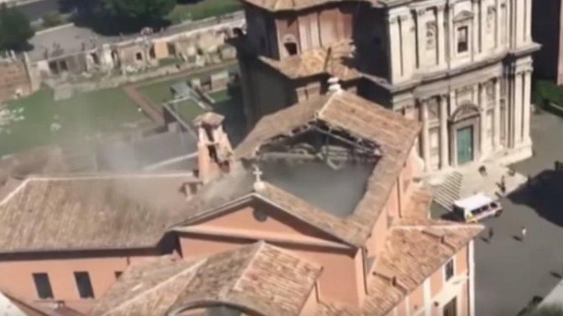 Momente de panică în Roma! Acoperişul unei biserici din centrul cultural s-a prăbuşit - VIDEO