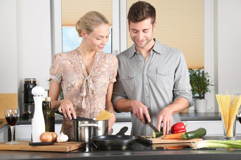 Avertismentul unui medic nutriționist: Nu-i lăsați pe alții să prepare mâncarea în locul vostru