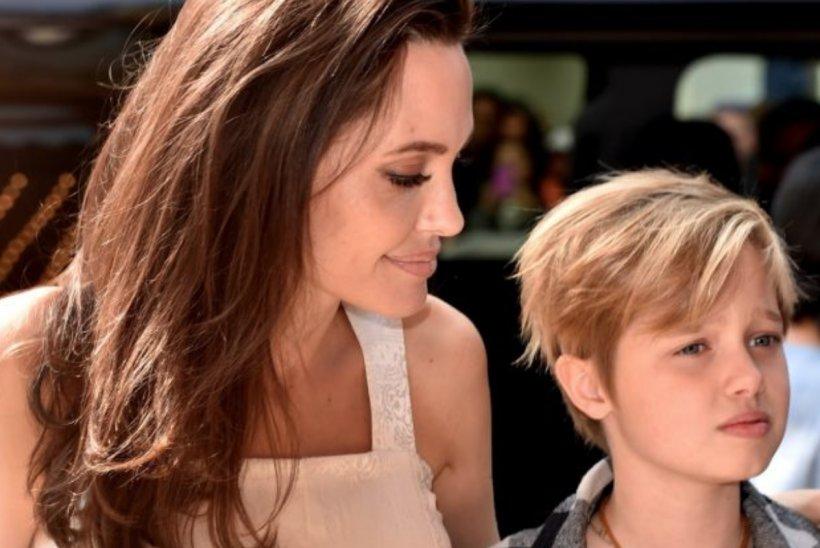Fiica de 12 ani a Angelinei Jolie cu Brad Pitt ar urma un tratament de schimbare de sex FOTO
