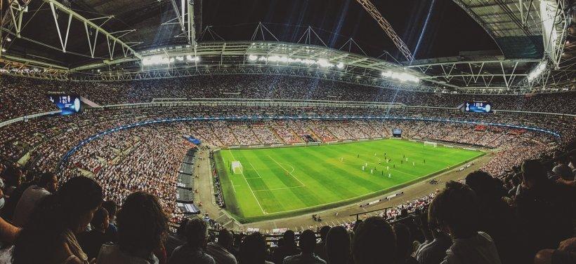 Uniunea Europeană, lege nouă pentru fanii de pe arenele sportive. Fotografiile sau videoclipurile din timpul meciurilor ar putea fi interzise