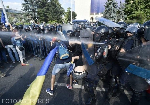 Cât a cheltuit Jandarmeria cu refacerea stocului de gaze lacrimogene, pistoale mitralieră şi apărătoare