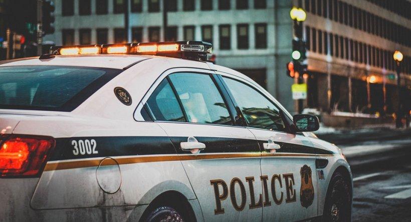 Un șofer român a fost arestat în Marea Britanie. Se pregătea să preia 400 kg de droguri, ascunse printre roşii şi ceapă