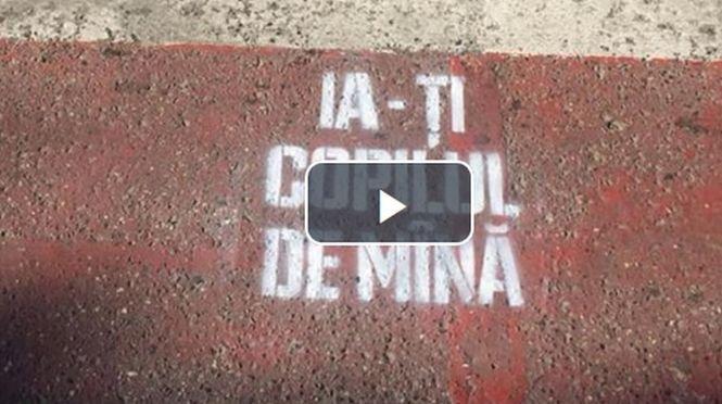 """Mesaje inedite pe trecerile de pietoni din Suceava: """"Ia-ţi copilul de mână"""""""