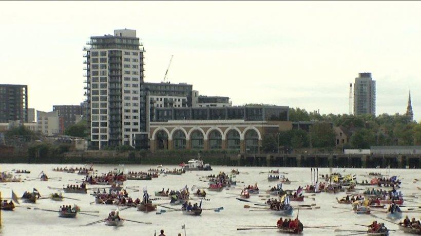 Centernarul României, marcat în mijlocul Londrei. Şase ambarcaţiuni au făcut senzaţie pe râul Tamisa