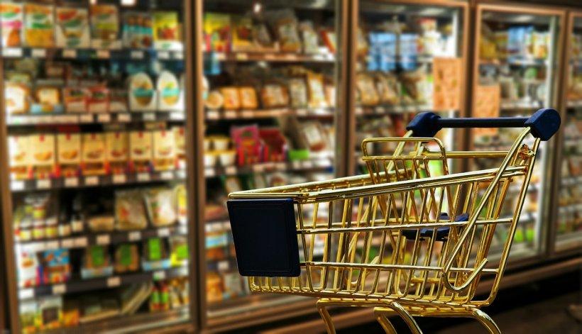 Salariul minim, insuficient pentru coşul minim de consum. Pe ce se duc banii românilor