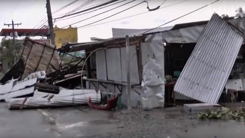 Imagini dramatice! Cea mai mare furtună din acest an a lovit Filipine și a făcut primele victime - VIDEO
