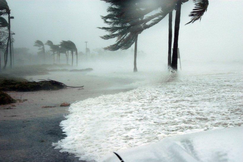 Uraganul Florence a provocat dezastru în America: Cel puțin 16 oameni au murit! Furtuna nu a fost niciodată mai periculoasă