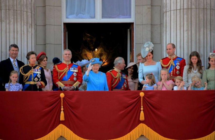 Regulile ciudate pe care trebuie să le respecte familia regală britanică. De ce le sunt interzise fructele de mare