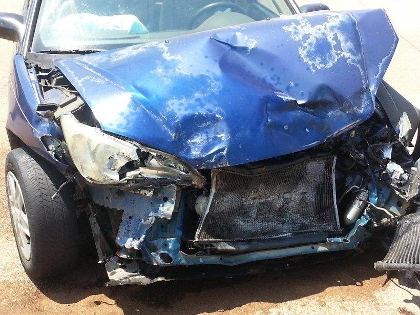 Accident îngrozitor. Un tânăr de 20 de ani din Galaţi a murit după ce a intrat cu maşina într-un stâlp de iluminat