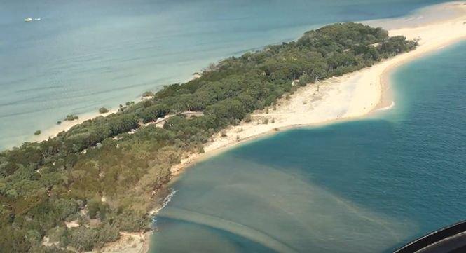 O plajă a fost înghițită de o gaură imensă. VIDEO șocant