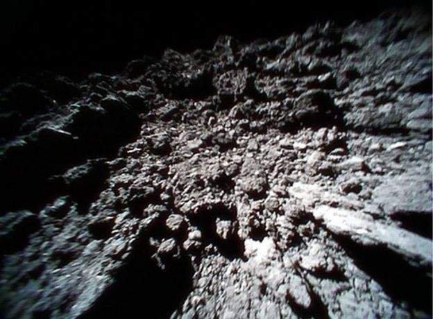 Imagini spectaculoase transmise de pe un asteroid