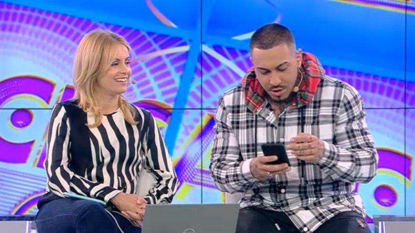 """Alex Velea a primit un sms năucitor, în direct, de la Antonia: """"Eşti un prost"""". Continuarea întrece orice imaginaţie"""