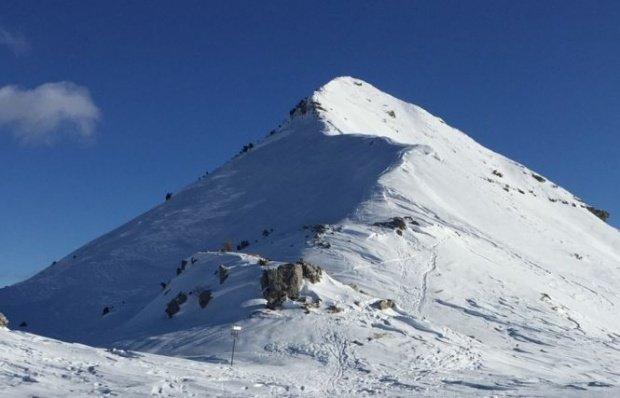 Strat de zăpadă de 20 de centimetri în cea mai înaltă zonă montană din România. Avertismentul salvamontiştilor