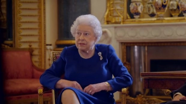 Regina Marii Britanii se mută din Palatul Buckingham