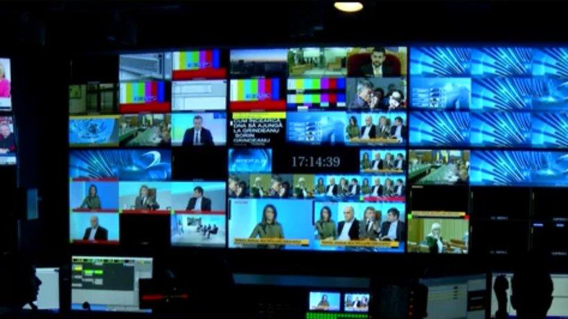 Românii, mari consumatori de televiziune. Câte ore petrec în fiecare zi în faţa televizorului