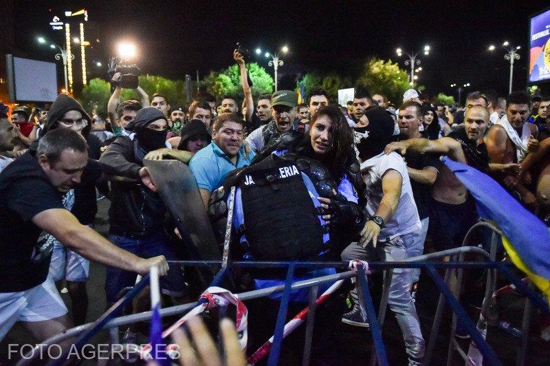 Protestatarii acuzaţi că i-au lovit pe jandarmi la mitingul din 10 august au fost arestaţi
