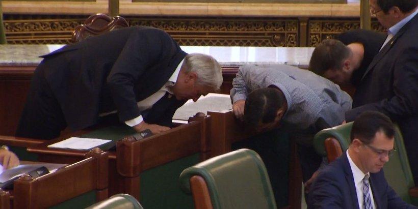 Politikix: Senatorii, curentați în ședință