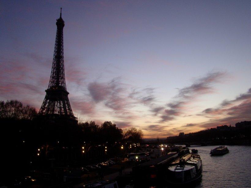 O femeie din Paris va merge după gratii după ce s-a dat drept victima unui atentat și a primit despăgubiri