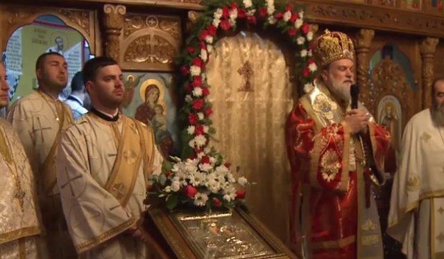 Ce a putut să le facă un preot credincioșilor care au vrut să intre în altar VIDEO