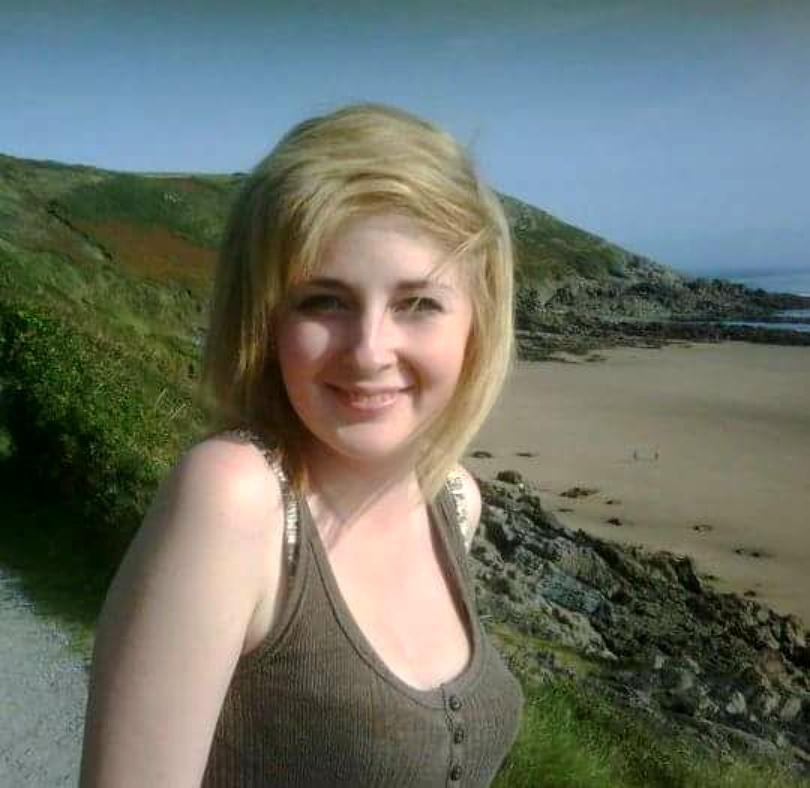 Rebecca avea 15 ani și era de o frumusețe incredibilă. Într-o zi, iubitul ei i-a strivit capul cu un bolovan. După 18 ani, tânărul a dezvăluit motivul năucitor al crimei