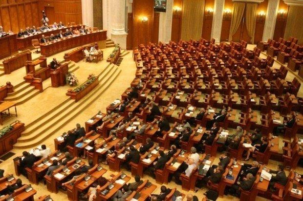 Circ în Parlament, pe legea împotriva spălării banilor. Majoritatea PSD-ALDE, pe butuci