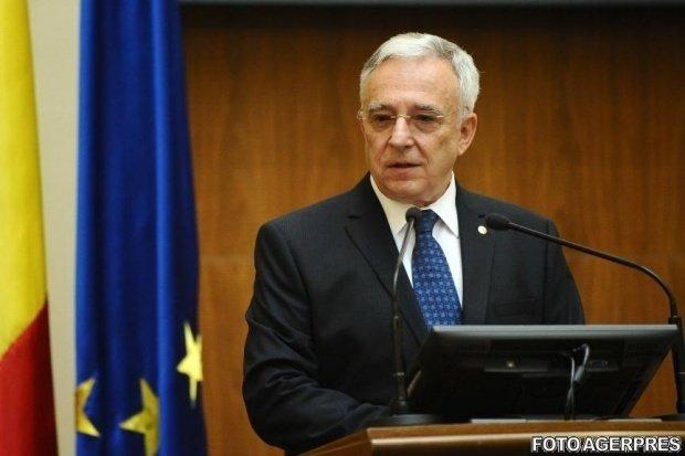 Mugur Isărescu: Salariile nu ar trebui să fie majorate de către politicieni