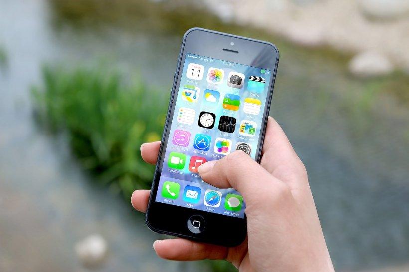 O vedetă ar putea fi nevoită să plătească daune de 1,6 milioane de dolari pentru că a folosit un iPhone