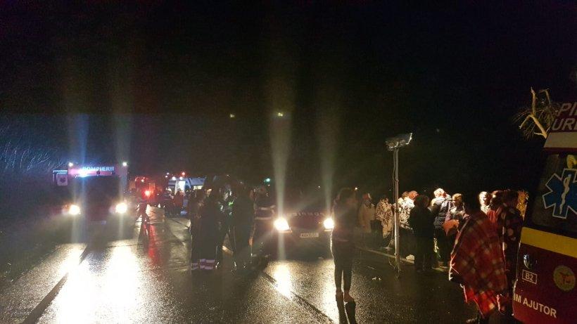 Tragedie în Județul Hunedoara. Un autocar cu pasageri s-a răsturnat. Sunt 33 de victime