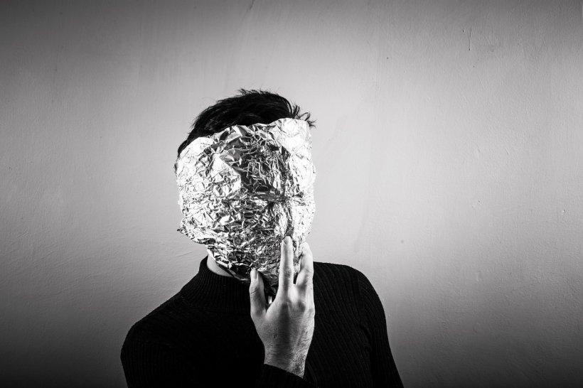 """Ce boli poți trata cu folia de aluminiu. Lidia Fecioru: """"Se învelește cu partea lucioasă pe piele și..."""""""