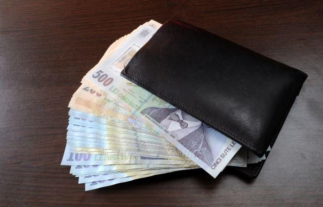 Iată câți salariați români au trecut pragul psihologic de 1.000 €