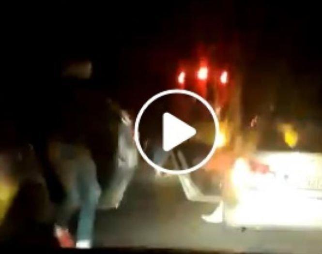 """Fanii echipei Dinamo au oprit autocarul în trafic și s-au dus peste jucători! """"Jos tricourile!"""" - VIDEO"""