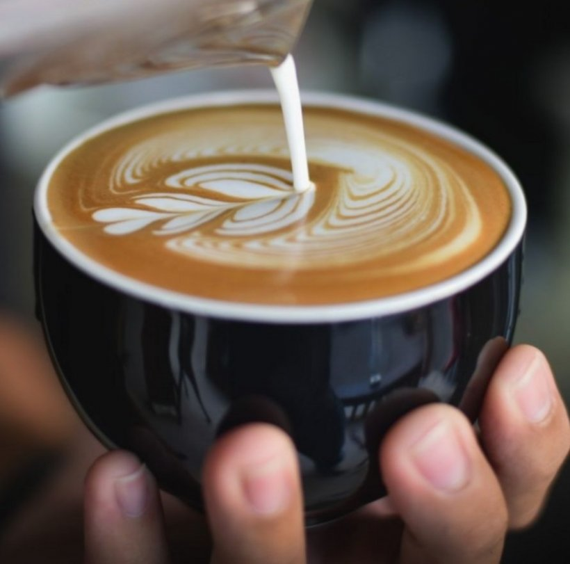 Ulei de cocos pus in cafea
