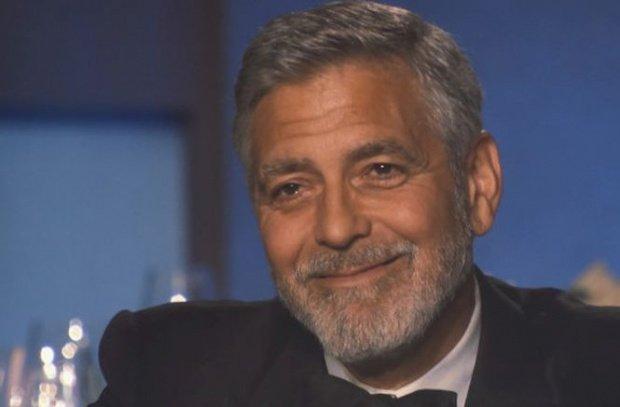 Actorul George Clooney își scoate motocicleta la licitație după ce a fost implicat într-un accident
