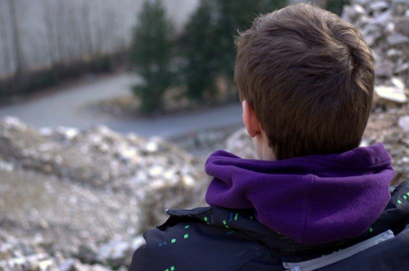 Crimă absolut șocantă, comisă de un băiat de 13 ani. A înjunghiat de 60 de ori o bătrână, apoi i-a tăiat sânii. Totul, pentru câțiva bani