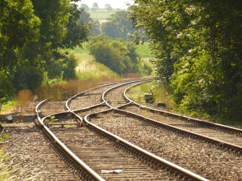 Caz tragic în Onești. Un tânăr a murit pe calea ferată fiindcă a vrut să-și facă un selfie