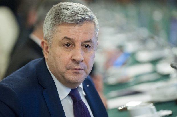 Florin Iordache, reacție după ce a arătat scene obscene în Parlament: Cu mâinile ridicate, care e problema?