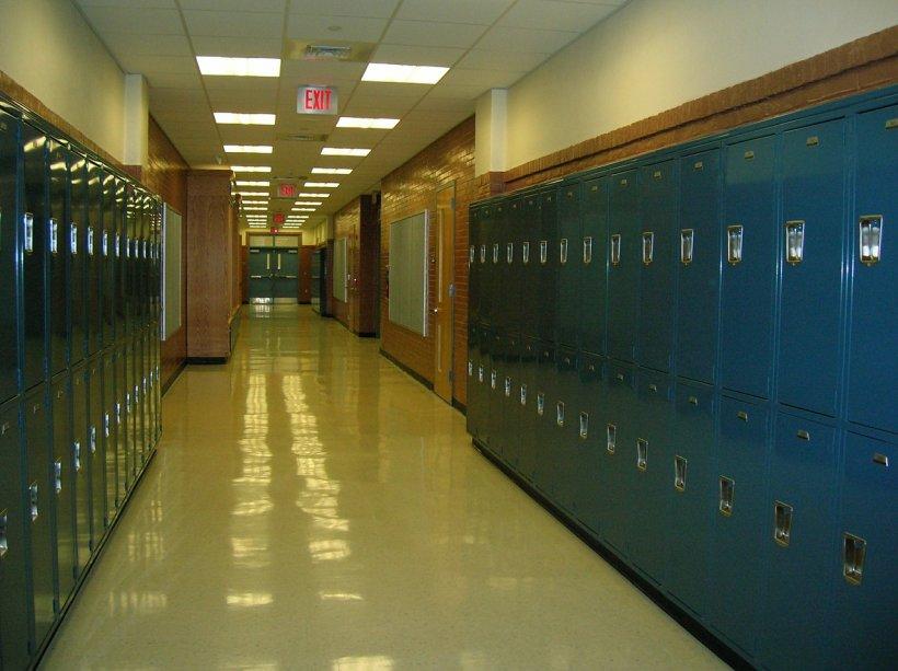 Scandal la o școală din Târgu-Jiu. Elev bătut de doi colegi în sala de clasă