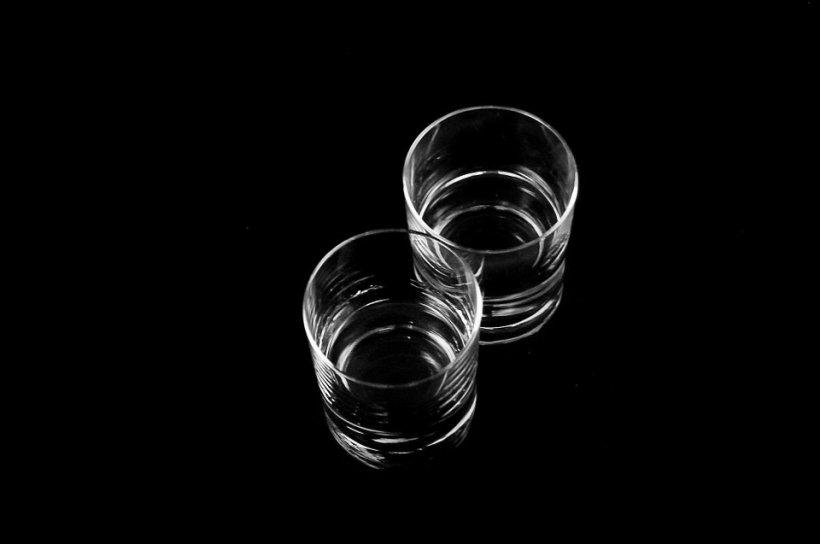 Mai bei? Ce se întâmplă, de fapt, în corpul tău când bei țuică fiartă