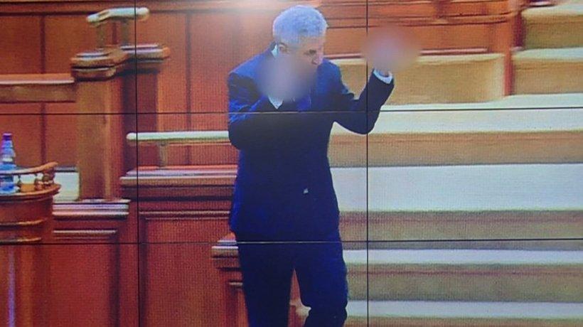 Surse: Liberalii vor solicita sancţionarea deputatului PSD Iordache pentru gestul obscen din Parlament