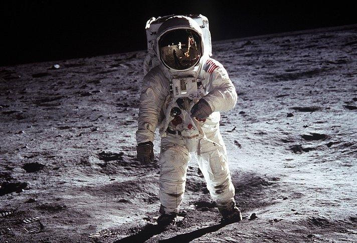 De ce nu mai merg oamenii pe Lună? Cum de în 1969 s-a putut și azi nu. Te-ai fi gândit că aceasta este explicația?