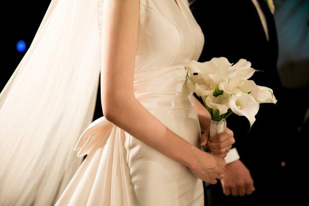 Mai avea o zi până la nuntă, când mireasa a primit un mesaj șocant. A zâmbit amar și a decis să meargă cu nunta până la capăt. Este uluitor ce s-a întâmplat