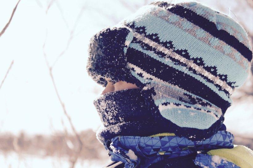 Şcoli închise din cauza frigului. Opt unităţi de învăţământ au cursurile suspendate