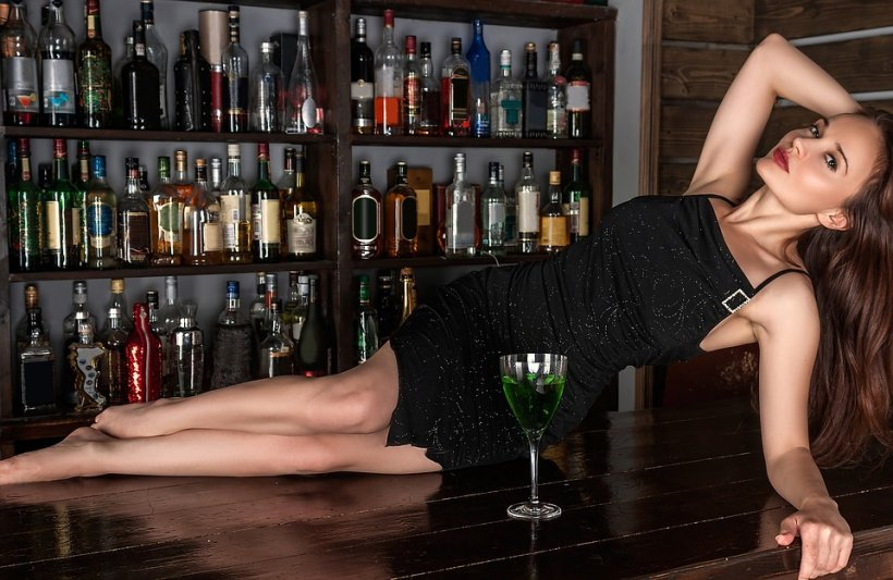 Sigur nu știai asta! Ce ți se întâmplă dacă bei alcool înainte de culcare!