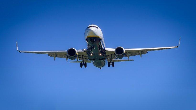 Un avion cu 161 de pasageri, forțat să aterizeze de urgență din cauza unui miros puternic de fum