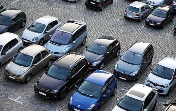 Un șofer beat a făcut dezastru în Iași. Acesta a lovit nouă mașini dintr-o parcare