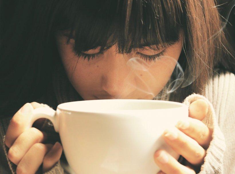 Trebuie să consumi cafeaua întotdeauna fierbinte? Ce au arătat studiile specialiștilor