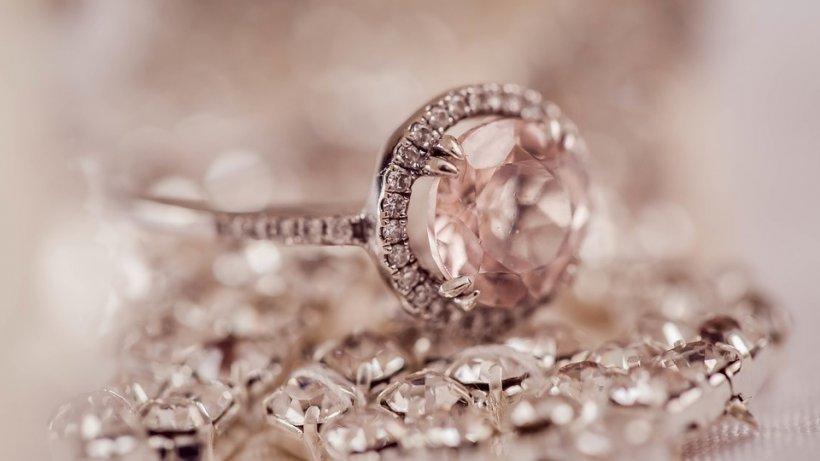 Un fost vânzător de bijuterii dezvăluie secretul. Motivul pentru carenu ar trebui să cumperi diamante