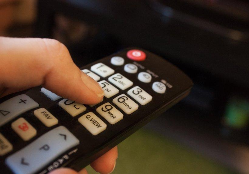 A cumpărat de Black Friday un televizor cu 500 de lei. A avut un șoc după ce a deschis coletul! Ce a descoperit