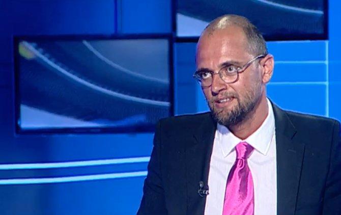 SCANDAL RAREȘ BOGDAN. Oreste Teodorescu acuză Realitatea TV că i-a interzis prezența în platou cu un minut înainte de a intra în direct